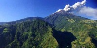 Volcán Tungurahua acoge a los turistas en baños.